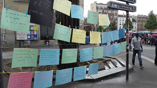 Porteur de parole sur le marché de Saint-Denis